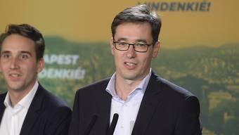 Gergely Karacsony (r), der Kandidat der Opposition, ist bei den Kommunalwahlen in Ungarn  Oberbürgermeister von Budapest geworden.