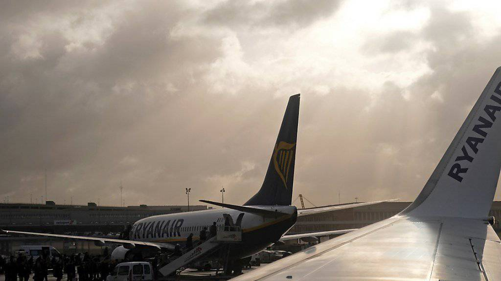 Nach einer europaweiten Streikdrohung lenkte Ryanair nur gegenüber der irischen Pilotenvertretung ein und will mit dieser Verhandlungen führen. In Deutschland gibt es hingegen einen Warnstreik.