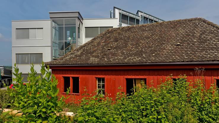 Das alte Schützenhaus in Niederrohrdorf wird abgerissen. Heute starteten die Arbeiten dafür. Das Gebäude steht einer neuen Strasse im Weg.