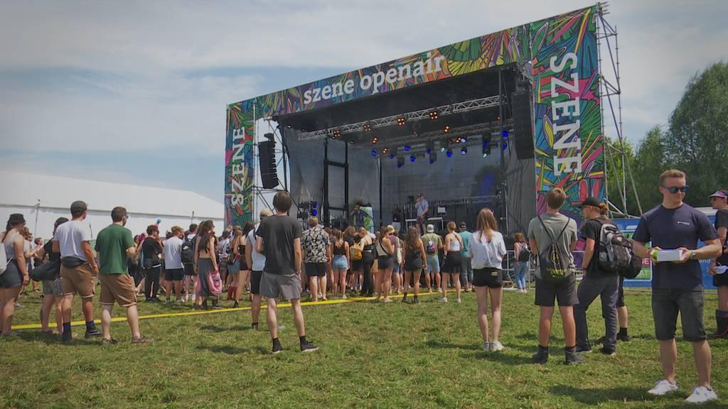 Endlich wieder Festivalstimmung: So feiern Fans am Szene Openair