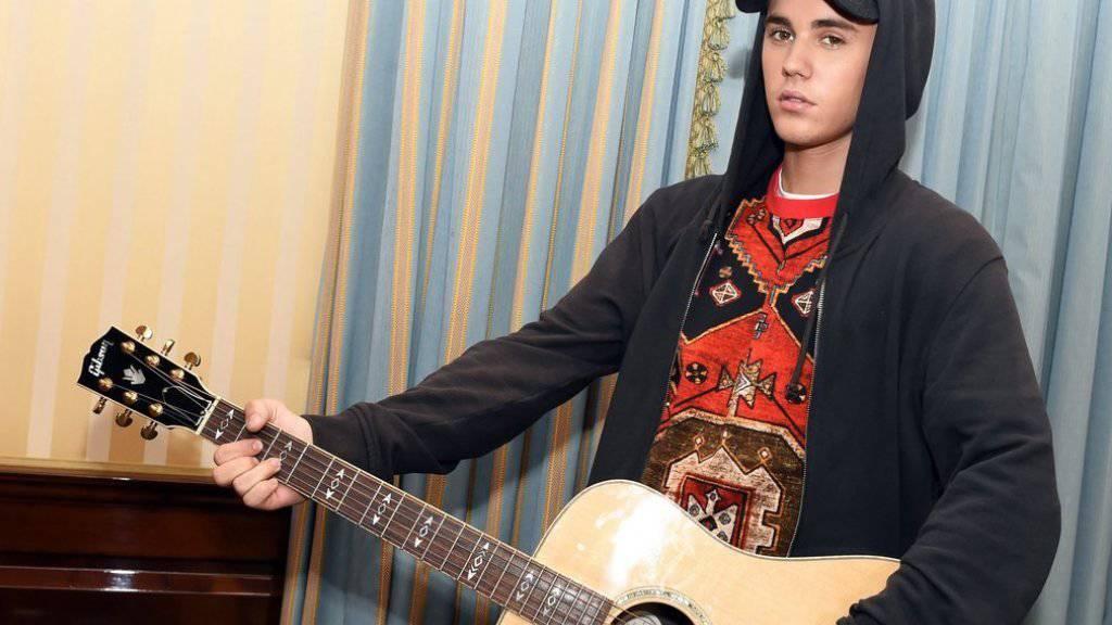 """Die Trennung liegt zwar schon Jahre zurück, doch Justin Bieber trauert noch immer um seine """"erste grosse Liebe"""" Selena Gomez (Archiv)."""
