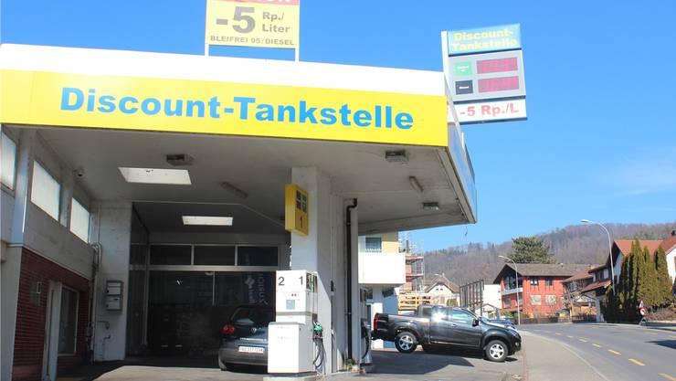 Das günstigste Benzin Bleifrei 95 in der Region Lenzburg und Seetal erhält man an der Zapfsäule an der Discount-Tankstelle in Holderbank.