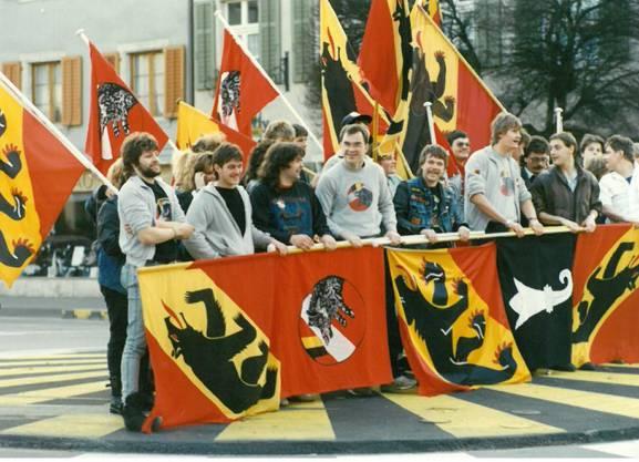 Die Berntreuen zogen am 12. November 1989 durch Laufen.