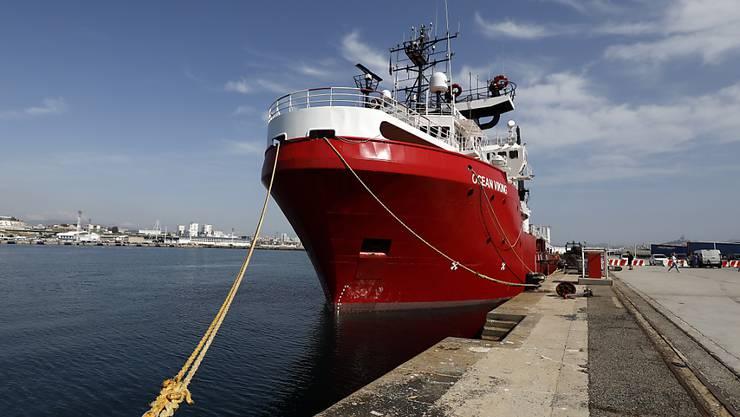 """Das Rettungsschiff """"Ocean Viking"""" der Hilfsorganisationen SOS Méditerranée und Ärzte ohne Grenzen im Hafen von Marseille (F). (Archivbild)"""