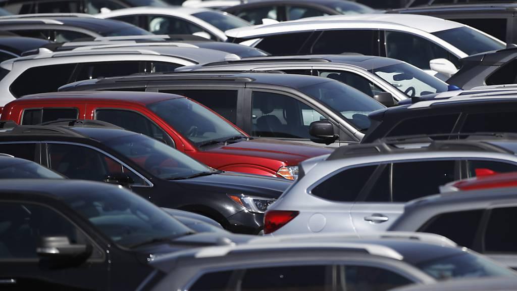 Mietautos kosten in Ferienhochburgen wie Spanien und Italien deutlich mehr als im letzten Jahr. (Archivbild)