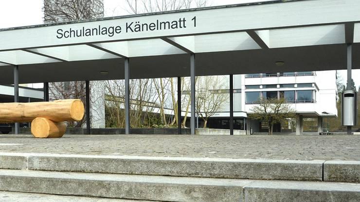 Der Therwiler Gemeinderat kritisiert die «Händeschüttel-Dispens» an der Sekundarschule Känelmatt. Jetzt wird bekannt: Die muslimische Familie will sich einbürgern lassen.