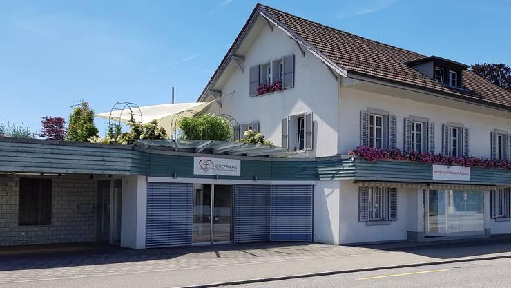 Die Praxis an der Baslerstrasse in Oftringen befindet sich in den ehemaligen Räumen eines Blumengeschäfts.