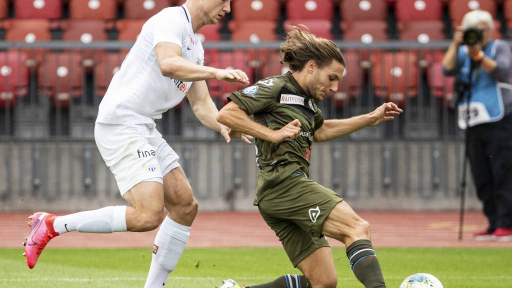 FCZ-Stürmer Blaz Kramer (links) gegen Luganos Numa Lavanchy