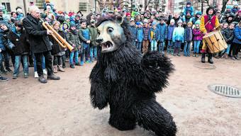 Jedes Jahr ein Unikum: der traditionelle Bärentanz ist stets improvisiert.