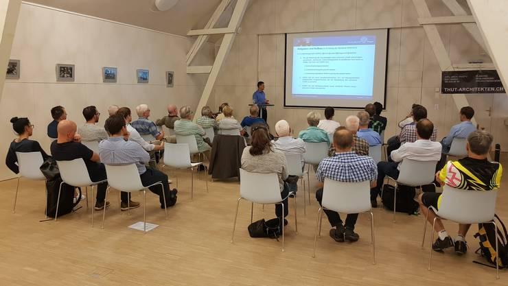 Interessierte Teilnehmer und Teilnehmerinnen am traditionellen Sommeranlass der FDP Erlinsbach AG im Wygärtli
