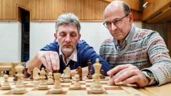 Helmut Löffler (links) und Andreas Ehrsam vom Schachklub Grenchen freuen sich auf das 20. Rapidopen-Turnie