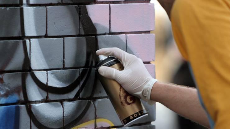 Der 30-jährige Sprayer konnte verhaftet werden. (Symbolbild)