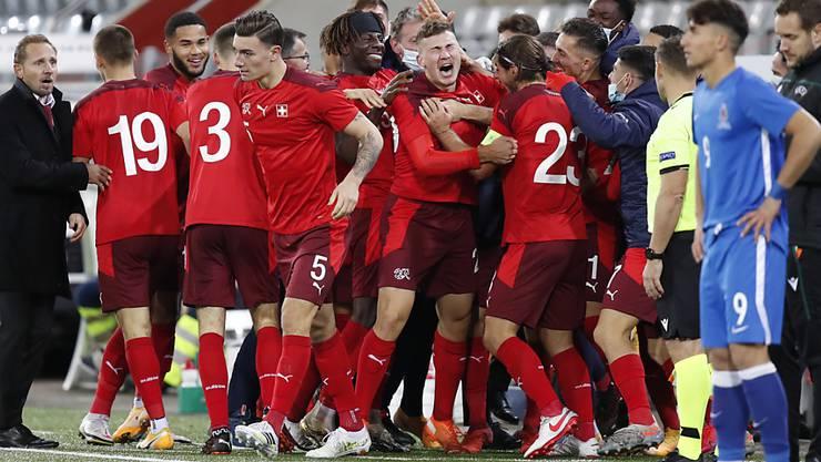 Die Schweizer freuen sich über den späten Siegtreffer