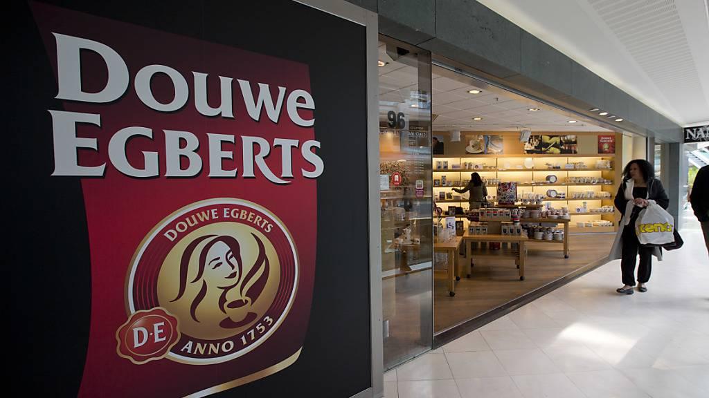 Die Jacobs-Kaffeeholding JDE Peet's, zu der auch die Kaffeekette Douwe Egberts gehört, hat beim Börsengang in Amsterdam 2,3 Milliarden Euro eingesammelt.(Archivbild)