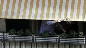 Der Mann hat seine Sonnenstore zu spät eingezogen, findet das Gericht. (Symbolbild)