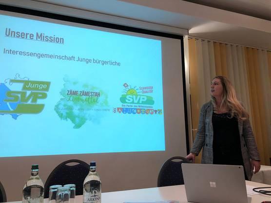 Jennifer Fischer informiert die Mitglieder über die Aktion der Jungen.