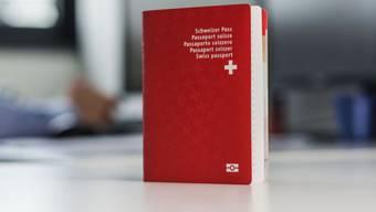 Ein biometrischer Schweizer Pass (Archiv)