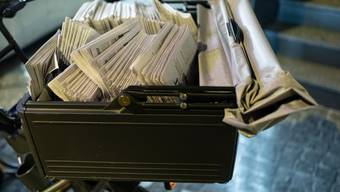 Wer von keiner Frühzustellung profitiert, muss die Zeitung bis spätestens um 12:30 in seinem Briefkasten vorfinden.