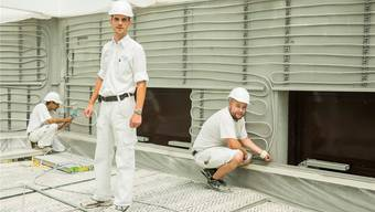 Chef Stefan Weber mit Lernenden auf der Baustelle für das neue Alterszentrum Obere Mühle, Lenzburg.