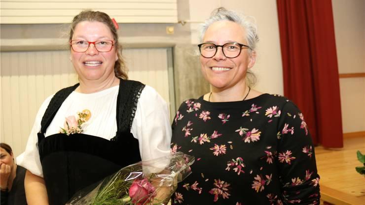 Interimspräsidentin Daniela Eggenschwiler (rechts) und die neue Präsidentin der Landfrauen Bucheggberg, Karin Schär.