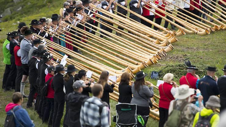 200 Alphornbläser beteiligten sich am Gemeinschaftskonzert vom Sonntag, traditionell einer der Höhepunkte des Festivals in Nendaz.