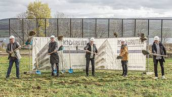 Startschuss für das Grossprojekt «Widenmatt»: (von links) Alois Grüter (CEO IGD Grüter AG), Samuel Wiederkehr (Wiederkehr Architekten), Markus Müller (Art 7 Immobilien AG), Stefan Bloch (Erhard Keller AG), Patrick Vorburger (Art 7 Immobilien).