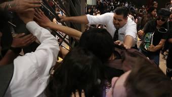 Wegen höheren Billettpreisen: In der chilenischen Hauptstadt Santiago kam es zu Auseinandersetzungen zwischen Metro-Fahrgästen und dem Sicherheitspersonal.