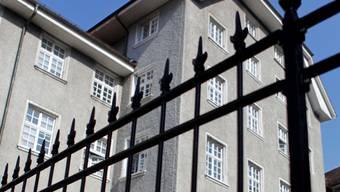 Die Solothurner Staatsanwälte sind auch Richter. Sie können bis zu sechs Monate Freiheitsentzug verhängen. Vor den Richter kommen solche Fälle nur bei Einsprachen.