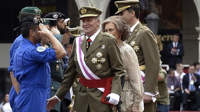 Der spanische König Juan Carlos (Mitte) in Valladolid
