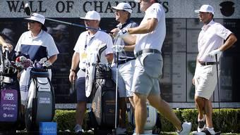 Ryan Palmer (vorne) machte am Donnerstag den ersten Abschlag nach der Corona-Pause auf der US PGA Tour