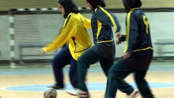 Fussballbegeisterten Frauen bleibt im Iran der Besuch von Männer-Spielen verwehrt
