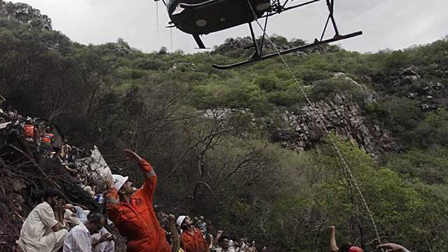 Helikopter retter Überlebende in Pakistan