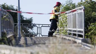 Hier dürfen auch die Fussgänger nicht mehr rüber: Die zum Abriss vorgesehene Fussgängerbrücke über die A9.