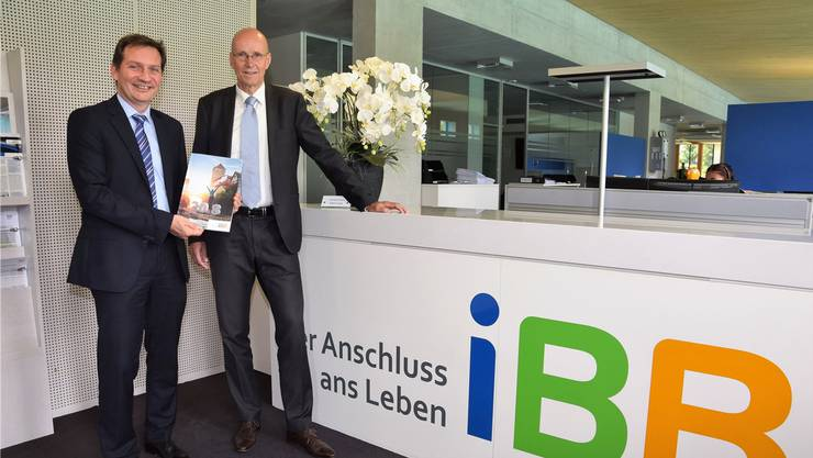 Eugen Pfiffner, CEO der IBB Holding AG (links), und Martin Sacher, Präsident des Verwaltungsrats, präsentieren den Geschäftsbericht. (Archivbildvon 2019)