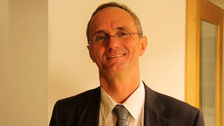 Herbert Bracher tritt am 9. Februar für die SP gegen Yves Derendinger (FDP) an.
