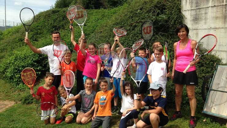 Die Trainer Andreas Schmid und Verena Mayer weckten bei den Kids Begeisterung für den Tennissport
