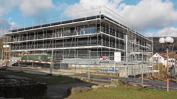 Im neuen Primarschulhaus mit Aula geht es nun um den Innenausbau und den Einbau der Technik.