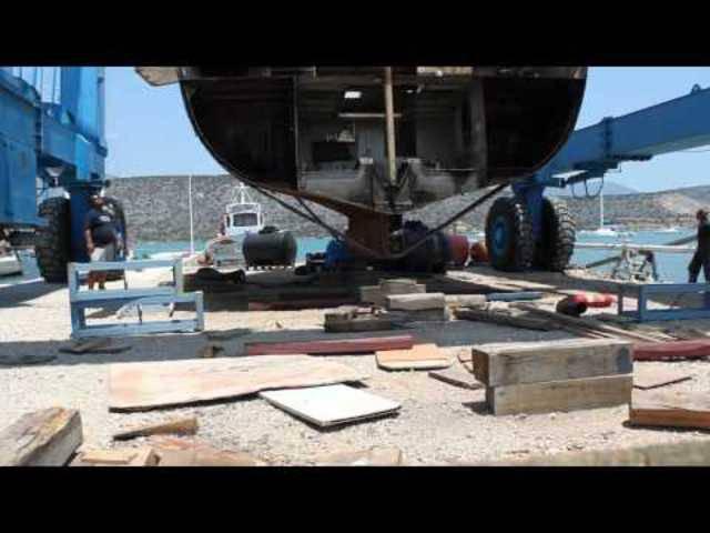 Aus Rost wird Luxus: Familie verwandelt alten Frachter in schwimmendes Hotel