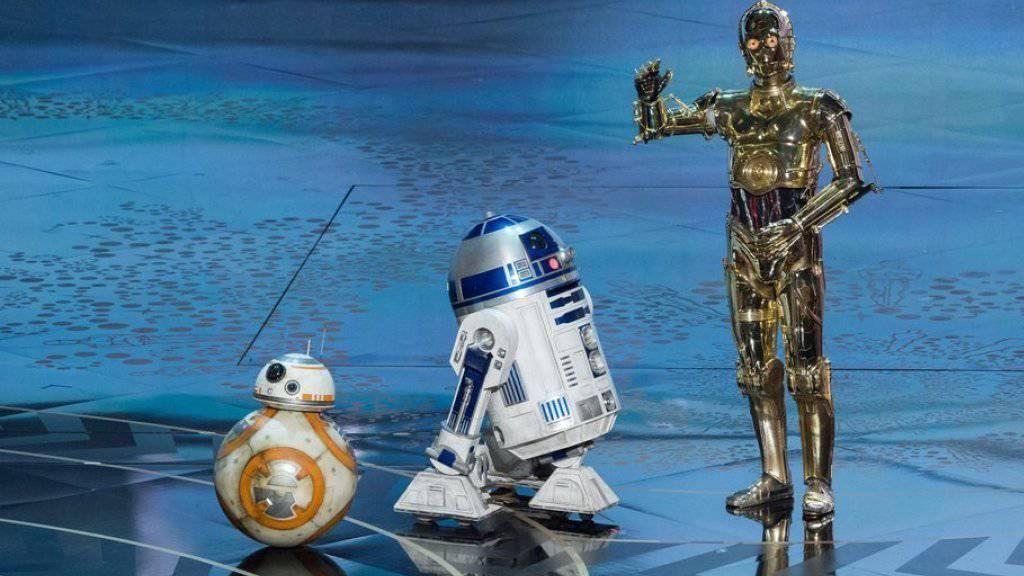 """Der """"Star Wars""""-Droide R2D2 - hier bei der diesjährigen Oscar-Verleihung (M) - hat seinen Schöpfer verloren (Archiv)."""