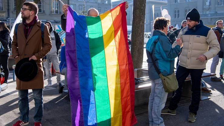 LGBTIQ-Organisationen vor dem Bundeshaus in Bern. (Archivbild)