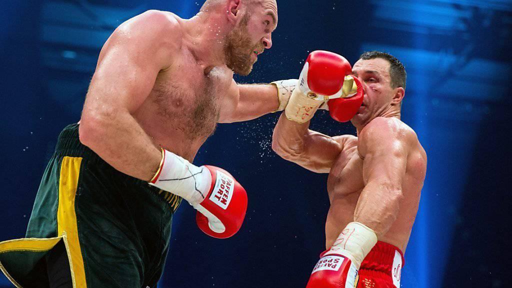 Wladimir Klitschko (rechts) fordert Dopingtests bei Tyson Fury im Training