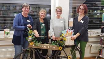 Das Team der Gemeindebibliothek Möhlin mit dem Fricktaler Bibliotheksvelo, das noch bis Mitte Februar zu Gast ist. zvg