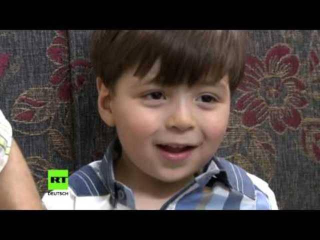 Auch der russische Propagandasender RT hat ein Interview mit Mohammad Kheir Daqneesh, Omrans Vater, auf YouTube hochgeladen.