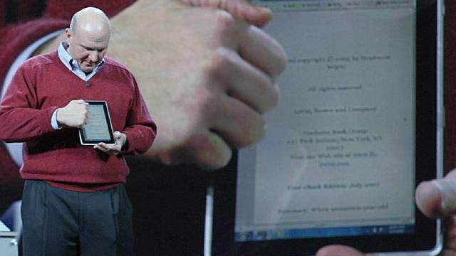 Microsoft-Chef Steve Ballmer bei der Präsentation des neuen Tablet-Computers