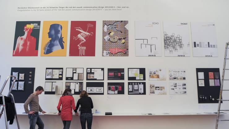 Ausstellungsraum der Basler Schule für Gestaltung auf der Lyss: An dieser Wand sind die Schweizer Gewinnerarbeiten aufgehängt.