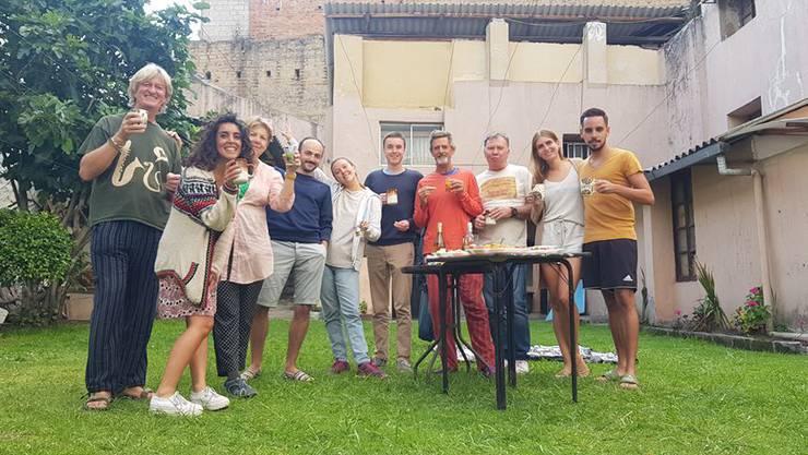 Ramona und Davide de Campos aus Baden (rechts im Bild) stecken in Quito, Ecuador fest. Sie sind auf Hochzeitsreise.
