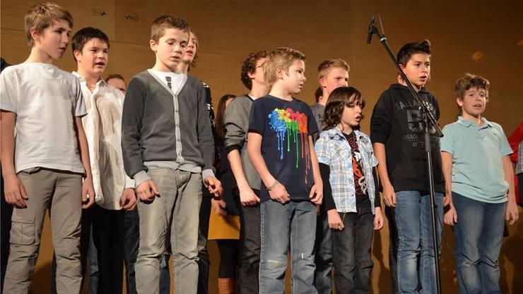 Die Knaben des Schulheims Effingen spielen an der Weihnachtsfeier «Die schwarzen Brüder».