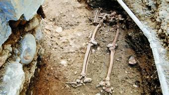 Überraschung: Vor gut zwei Jahren wurden in der Probsteigasse südlich von St. Ursen zwei Skelette gefunden. Nach den ersten Untersuchungen könnten es die bisher ältesten «Solothurner» gewesen sein.