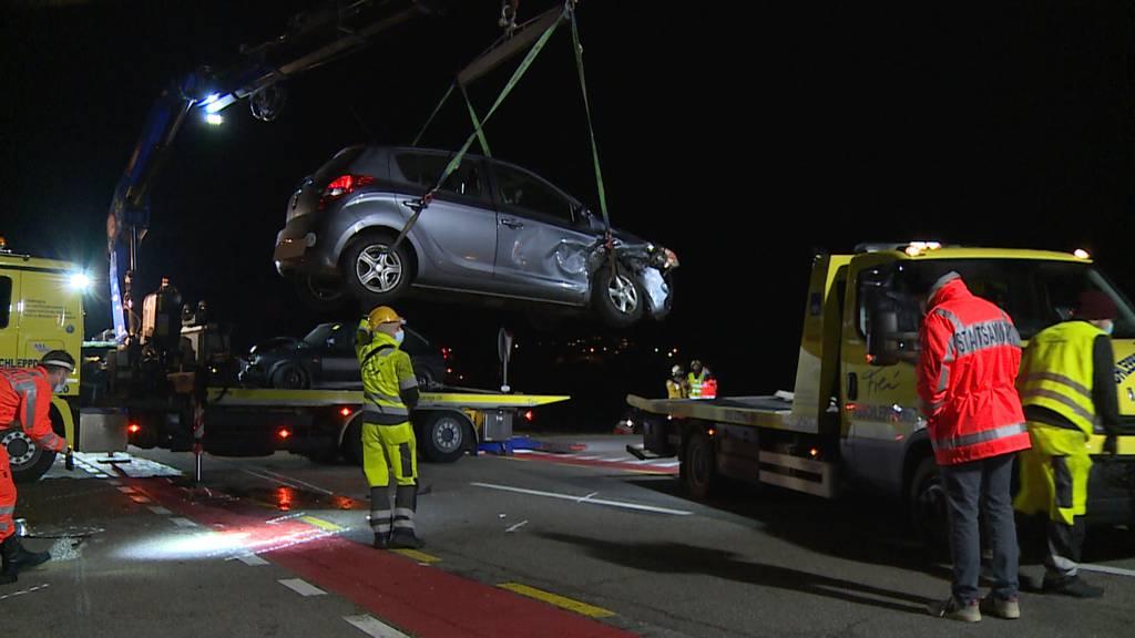 Autounfall in Benken (ZH): Frontalkollision fordert zwei Verletzte