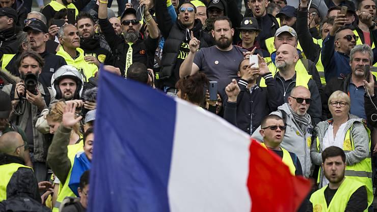 """Am 26. Protestsamstag in Folge gab es grössere Demonstrationen in Lyon im Osten Frankreichs und in Nantes im Westen. Die """"Gelbwesten"""" fordern mehr soziale Gerechtigkeit. (Bild vom 6. April)"""